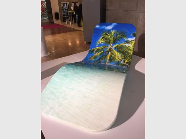 AV Composites, un bain de soleil flottant - Innovations pour une piscine plus facile à vivre