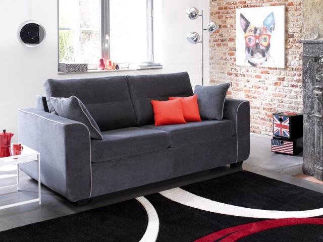 Un canapé en velours gris pour un salon urbain