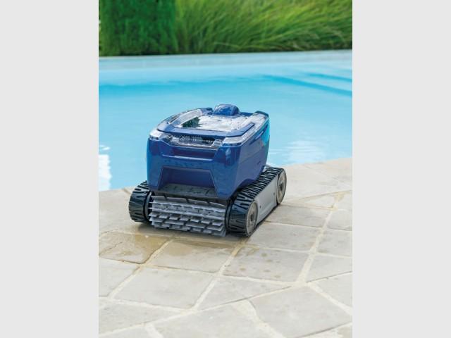Tornax, un robot nettoyeur électrique compact et ultra léger  - Innovations pour une piscine plus facile à vivre