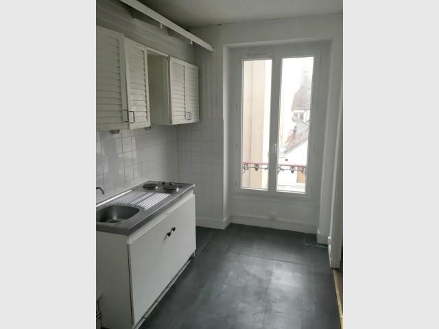 Avant : une cuisine dans une pièce trop grande