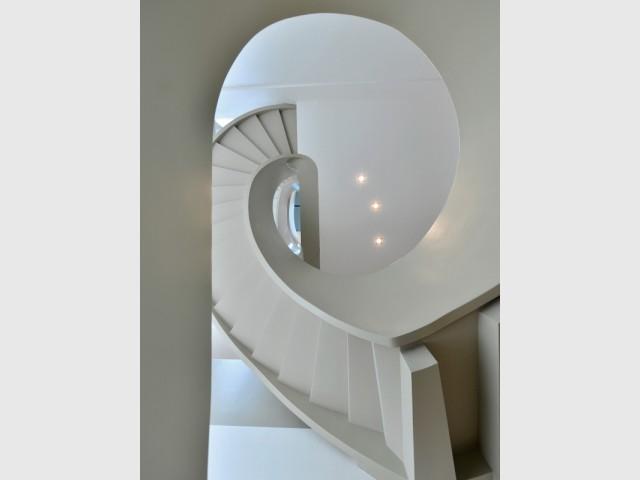 Ribbon House : Un escalier digne des villas les plus luxueuses