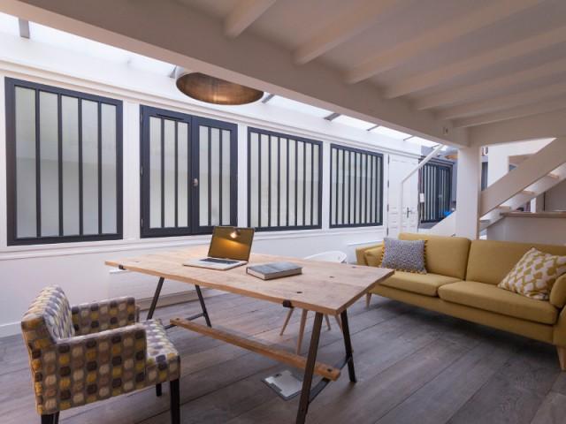 avant apr s un atelier d 39 artiste transform en loft lumineux. Black Bedroom Furniture Sets. Home Design Ideas