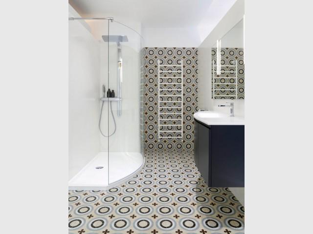 carrelage 10 inspirations originales pour ma salle de bains. Black Bedroom Furniture Sets. Home Design Ideas