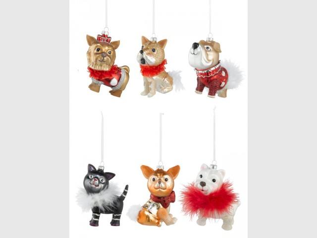 Des suspensions chiens et chats pour un sapin de Noël kitschissime