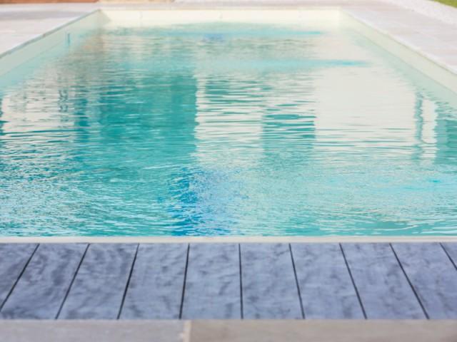 Des parois renforcées avec de la mousse - Couloir de nage signé Laure Manaudou