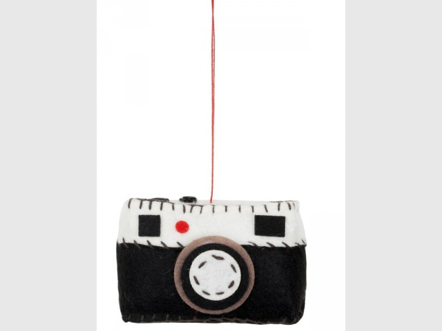 Une suspension miniature pour un sapin décalé
