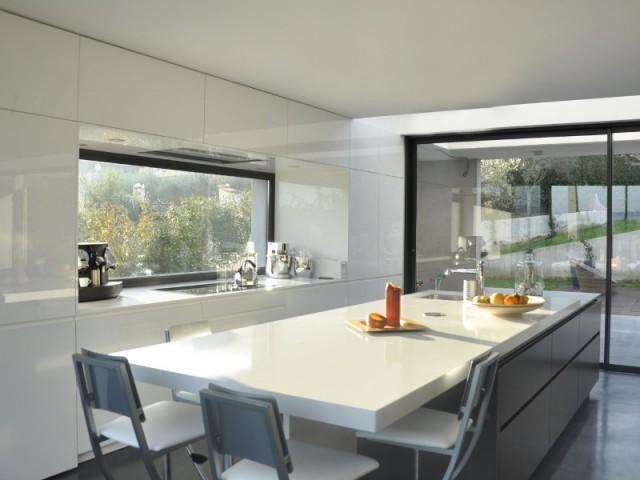cuisine moderne et fonctionnelle 10 r alisations pour vous inspirer. Black Bedroom Furniture Sets. Home Design Ideas