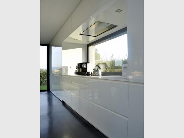 Une cuisine d'une discrétion totale - Une cuisine sobre et élégante