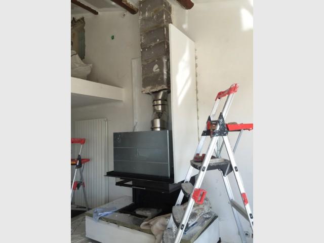 Pose du coffrage pour la nouvelle cheminée
