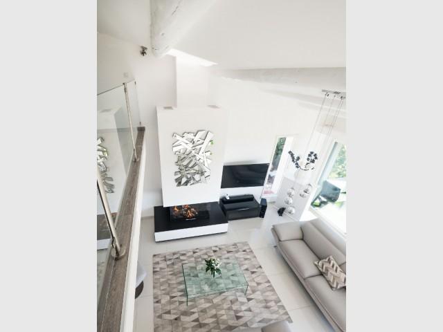 Fiche technique  - Une cheminée contemporaine dans une villa