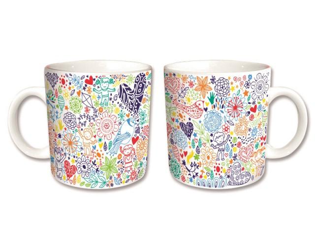 Un mug décoré de dessins d'enfants : 7 €