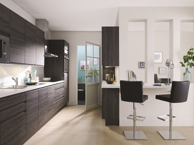 une cuisine sans poign es aux placards c 39 est tendance. Black Bedroom Furniture Sets. Home Design Ideas