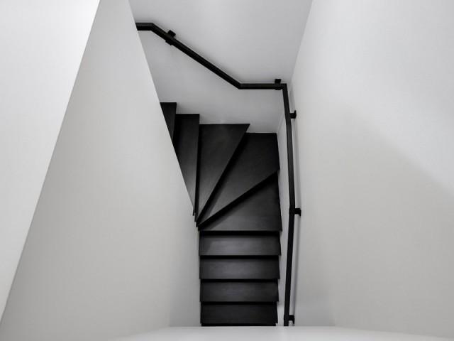 Un escalier tout en contraste - A Montréal, une maison se réinvente...