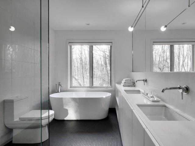 Une salle de bains éclatante - A Montréal, une maison se réinvente...