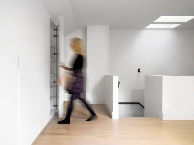 Des rangements intégrés pour un espace plus épuré - A Montréal, une maison se réinvente...