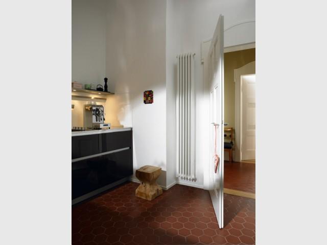 Un raditateur qui se fond derrière une porte