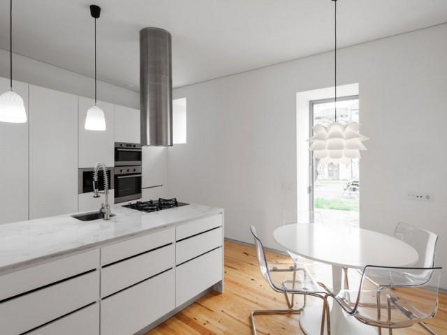 Une cuisine ouverte sur la cour intérieure