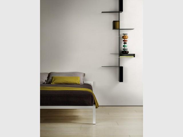 Une étagère asymétrique pour une chambre pleine de caractère - Une étagère originale pour ma chambre