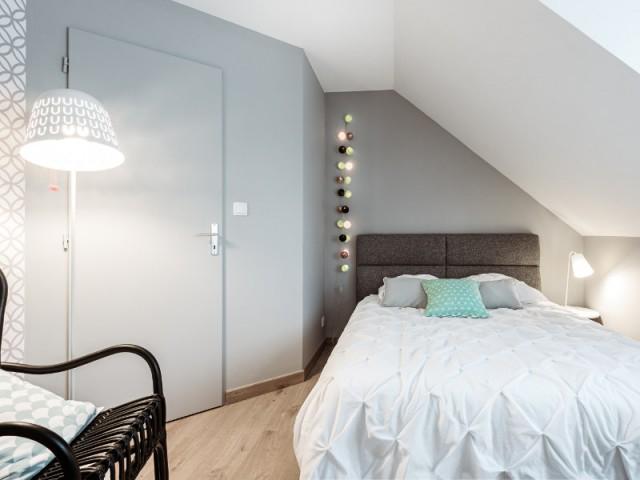 Une chambre aux teintes grises pour les enfants