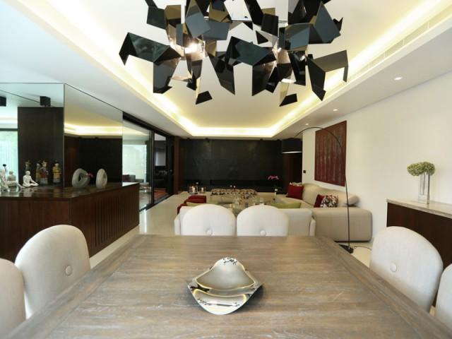 Salon et salle à manger réunis pour former un vaste ensemble  - Un rez-de-jardin aussi lumineux qu'une maison