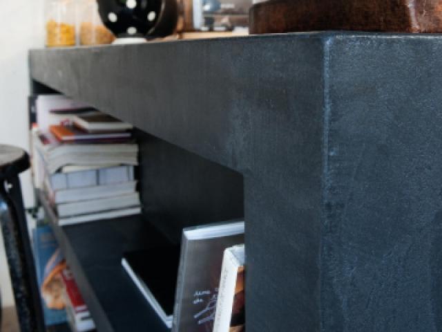Une application à la taloche - Une cuisine avec îlot et plan de travail en béton