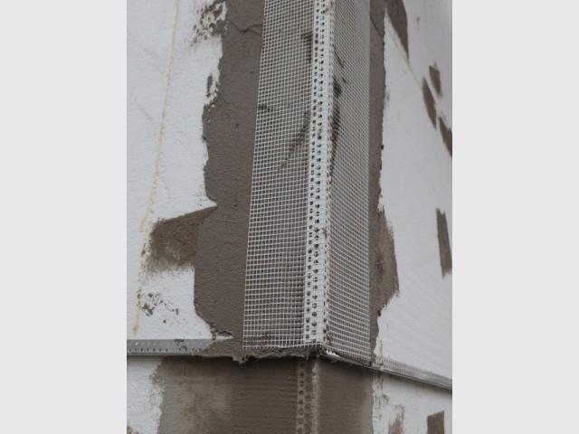 Toile de verre et enduit cimenté pour finir - Isolation thermique par extérieur pour une maison