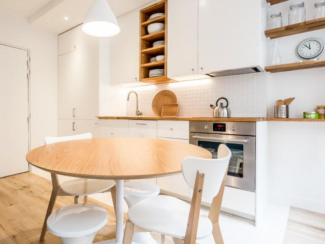 Faux-plafond et éclairages subliment la cuisine