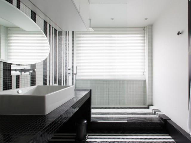 Une salle de bains graphique chic