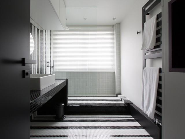 Une salle de bains graphique