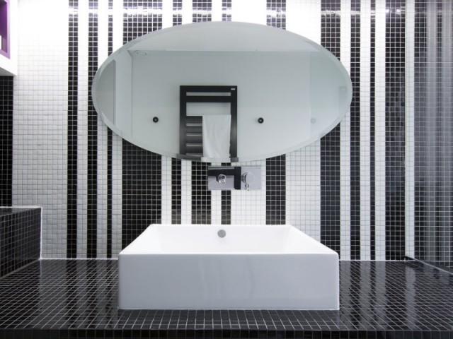 Une vasque originale pour une salle de bains tout en charme - Une salle de bains graphique chic