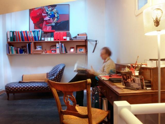 Un bureau aménagé dans la mezzanine