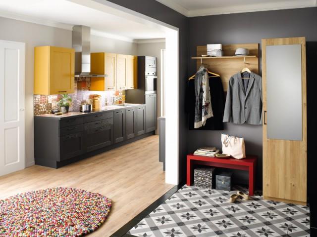 Pour valoriser un dressing, un sol en carreaux de ciment noir et blanc - Les carreaux de ciment investissent votre maison