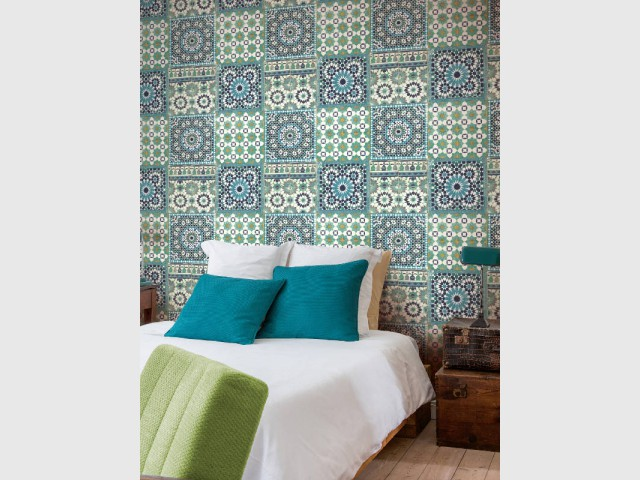 Pour une chambre, une tête de lit en carreaux de ciment  - Les carreaux de ciment investissent votre maison