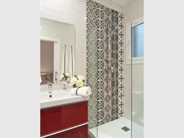 Pour une salle de bains, un paroi en carreaux de ciment - Les carreaux de ciment investissent votre maison