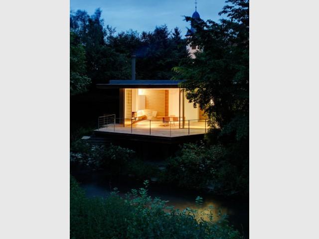Une maison luciole se réapproprie la nature