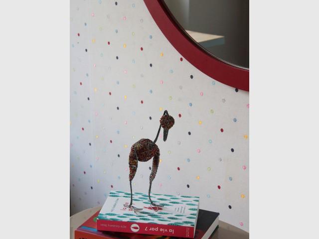 Un revêtement mural acidulé et brodé