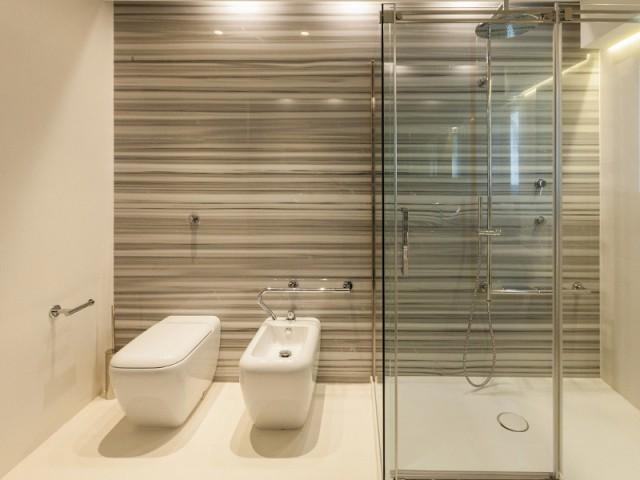 Un marbre veiné dans la salle de bains