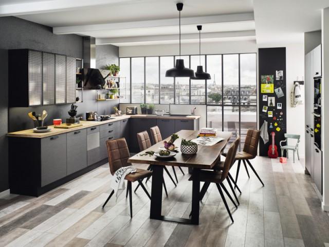 Le noir et le métal pour une cuisine d'inspiration