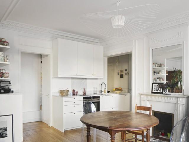 Une cuisine blanche aux lignes contemporaines