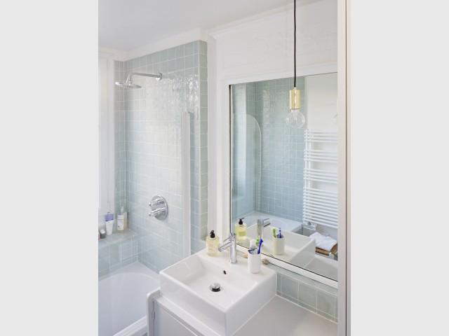 Meuble-lavabo, suspension et vert d'eau
