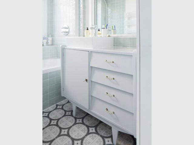 Un meuble-lavabo chiné et sublimé