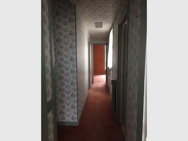 Un couloir sombre