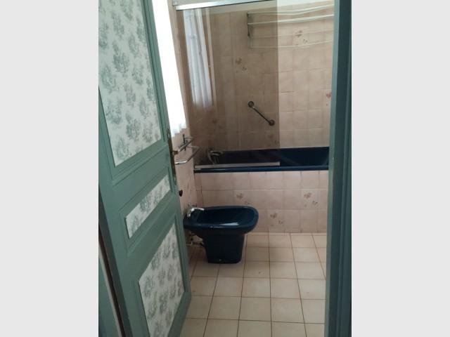 Une salle de bain figée dans le temps