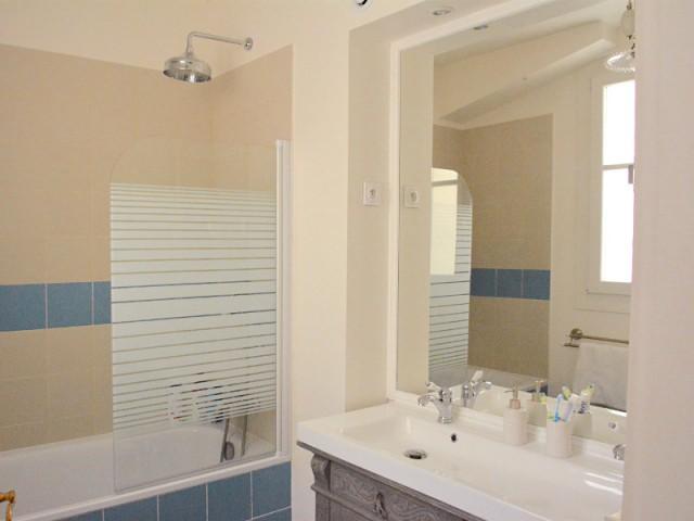 Une salle de bain chinée