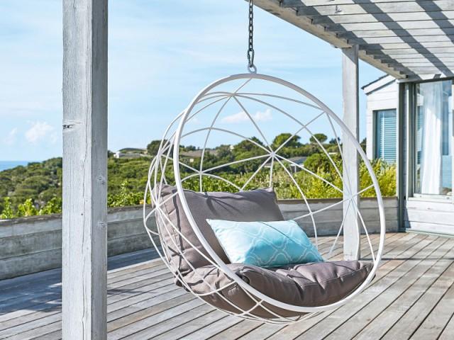 jardin terrasse la folie des fauteuils cocons. Black Bedroom Furniture Sets. Home Design Ideas