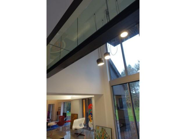 Une baie vitrée de 6 mètres de haut - Rénovation maison des années 80 en villa contemporaine