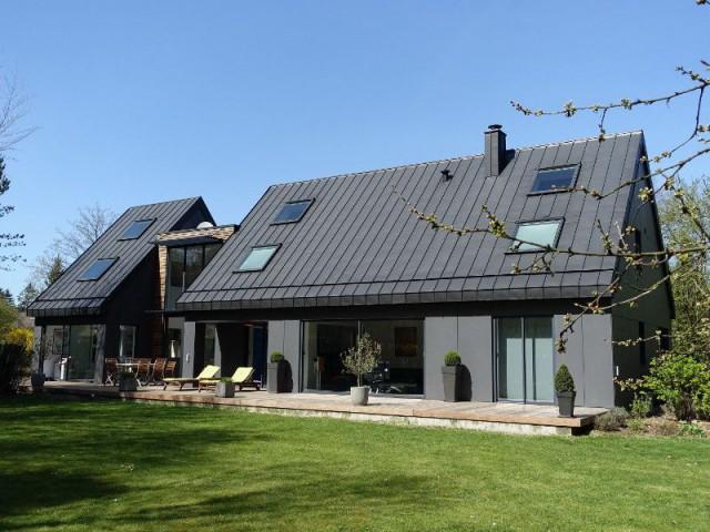 une maison des ann es 80 se m tamorphose en villa contemporaine. Black Bedroom Furniture Sets. Home Design Ideas