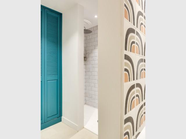 des carrelages métro en marbre pour la douche