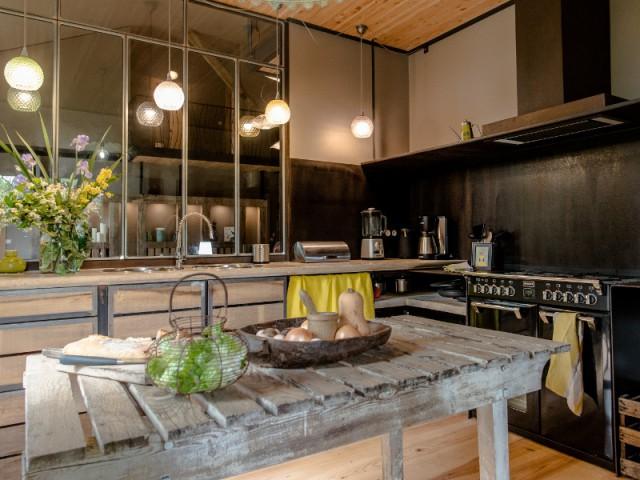 Une cuisine ouverte et contemporaine