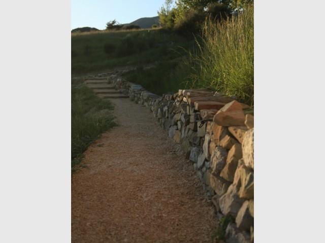 Un mur en pierres sèches